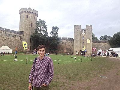 Снимок студента школы английского языка во время поездки в Лондон